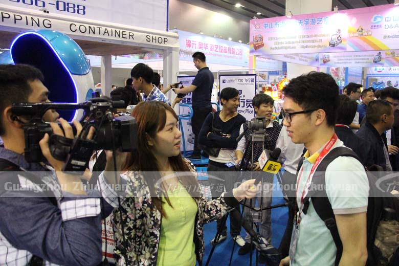 Zhuoyuan VR Simulator is the focus in reporter's eyes 1